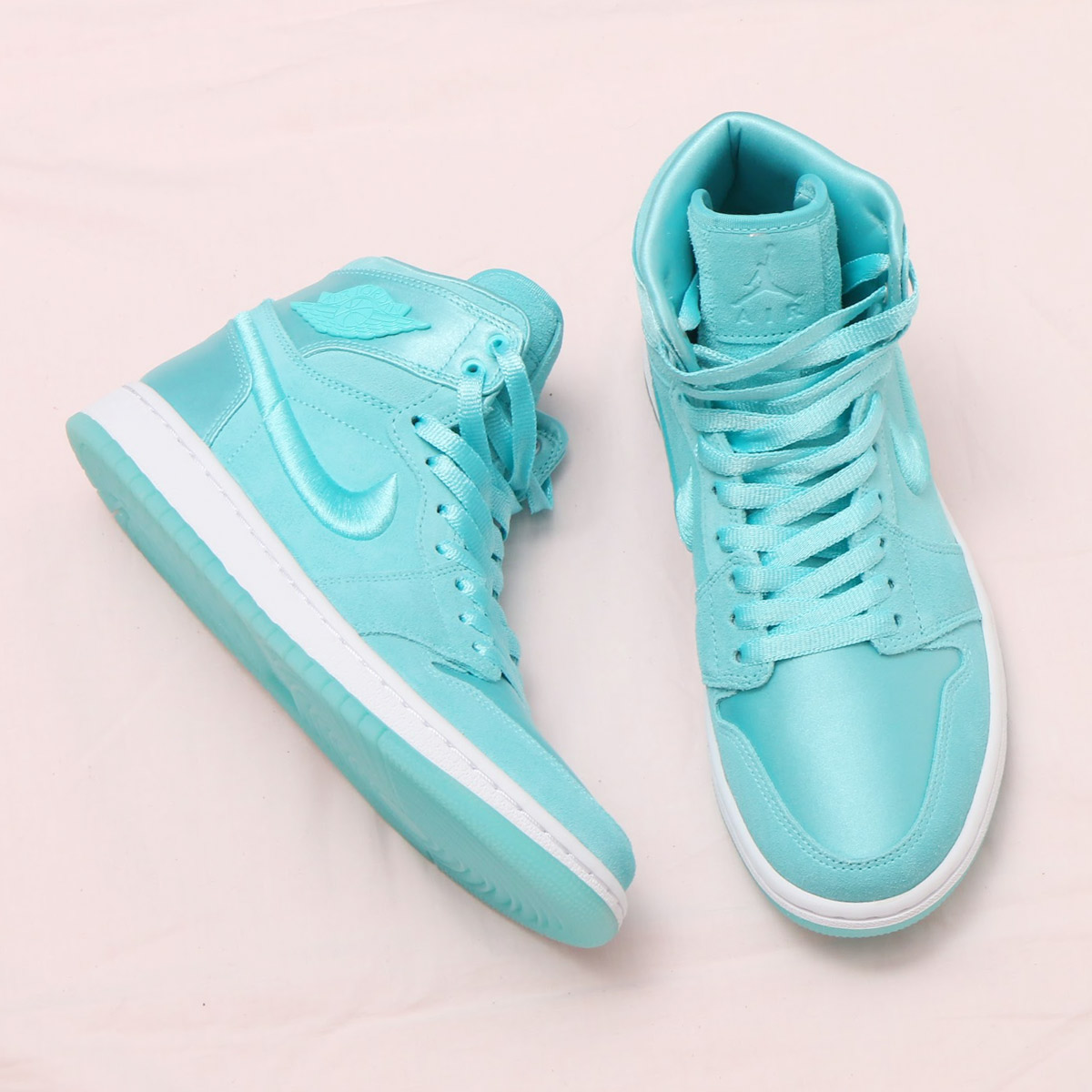 NIKE WMNS AIR JORDAN 1 RET HIGH SOH (Nike women Air Jordan 1 nostalgic high  SOH) (LIGHT AQUA WHITE-METALLIC GOLD) 18SP-S 1d37808ddb