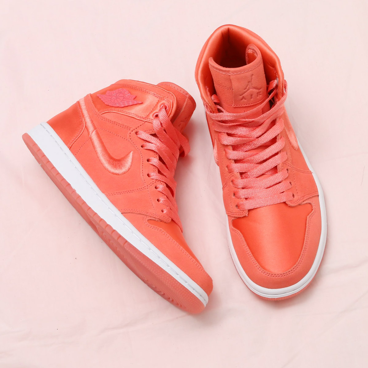 NIKE WMNS AIR JORDAN 1 RET HIGH SOH(ナイキ ウィメンズ エア ジョーダン 1 レトロ ハイ SOH)(SUNBLUSH/WHITE-METALLIC GOLD)18SP-S