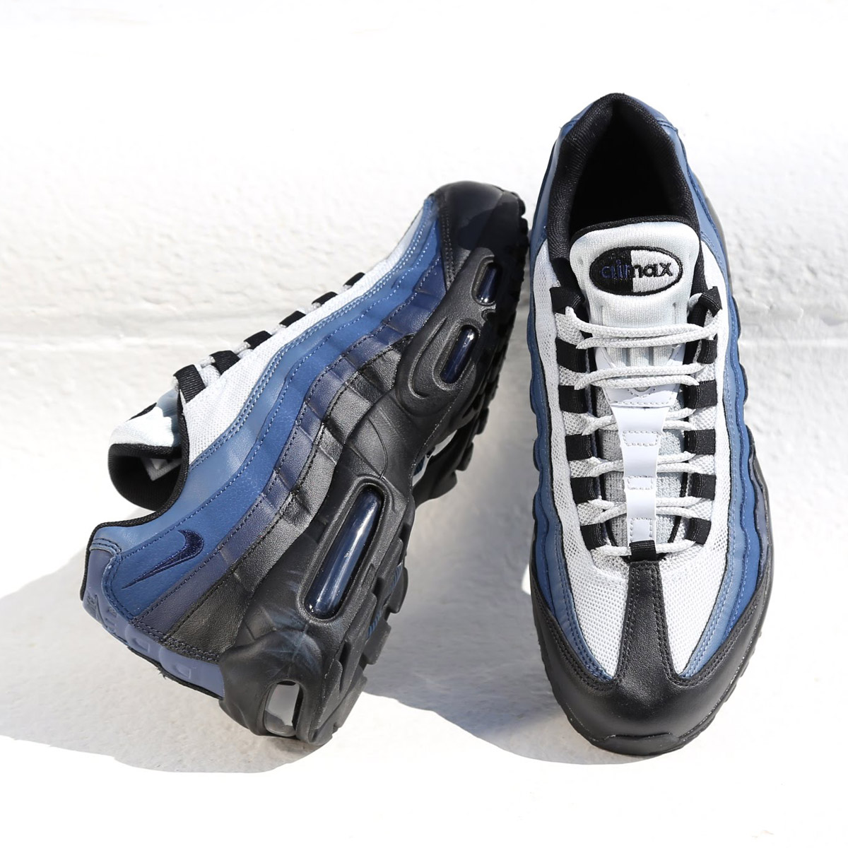 NIKE AIR MAX 95 ESSENTIAL (Kie Ney AMAX 95 essential) BLACK OBSIDIAN-NAVY  BLUE-PURE PLATINUM 18SP-I 859bb3106a2d