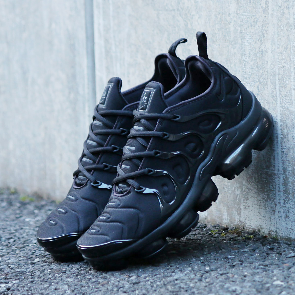 dc56a9e88c5 NIKE AIR VAPORMAX PLUS (Nike air vapor max plus) (BLACK BLACK-DARK GREY)  18SP-S