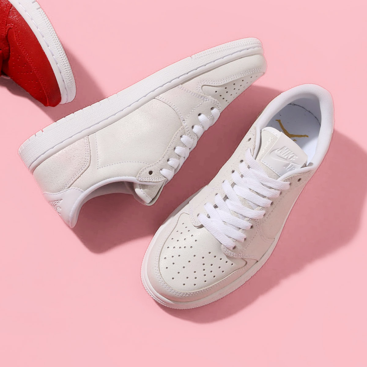 c8e4d0fe198e NIKE WMNS AIR JORDAN 1 RETRO LOW NS (Nike women Air Jordan 1 nostalgic low  NS) WHITE METALLIC GOLD-WHITE 18SP-S