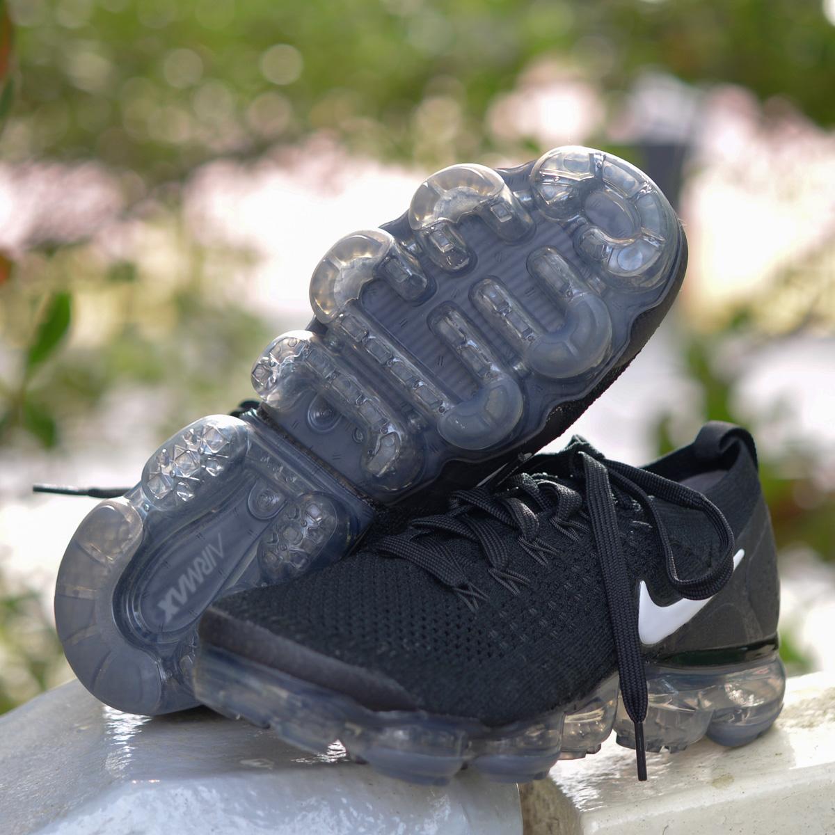 NIKE W AIR VAPORMAX FLYKNIT 2 (Nike women air vapor max fried food knit 2)  BLACK/WHITE-DARK GREY-METALLIC SILVER 18SP-I