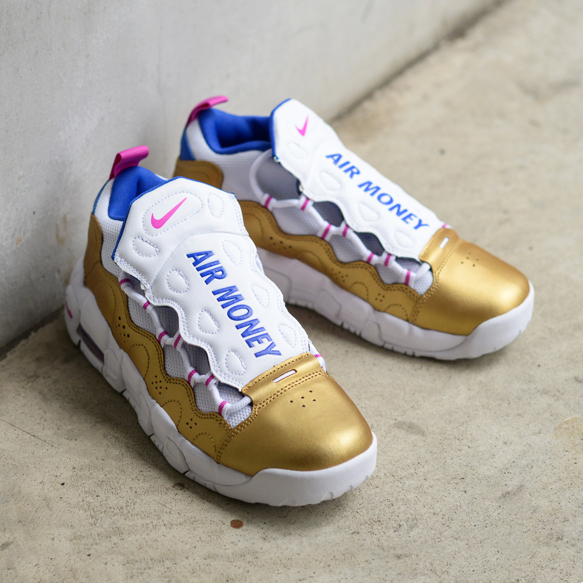 NIKE AIR MORE MONEY (GS) (Nike air more money GS) (WHITE/FUCHSIA  BLAST-METALLIC GOLD) 18SU-S