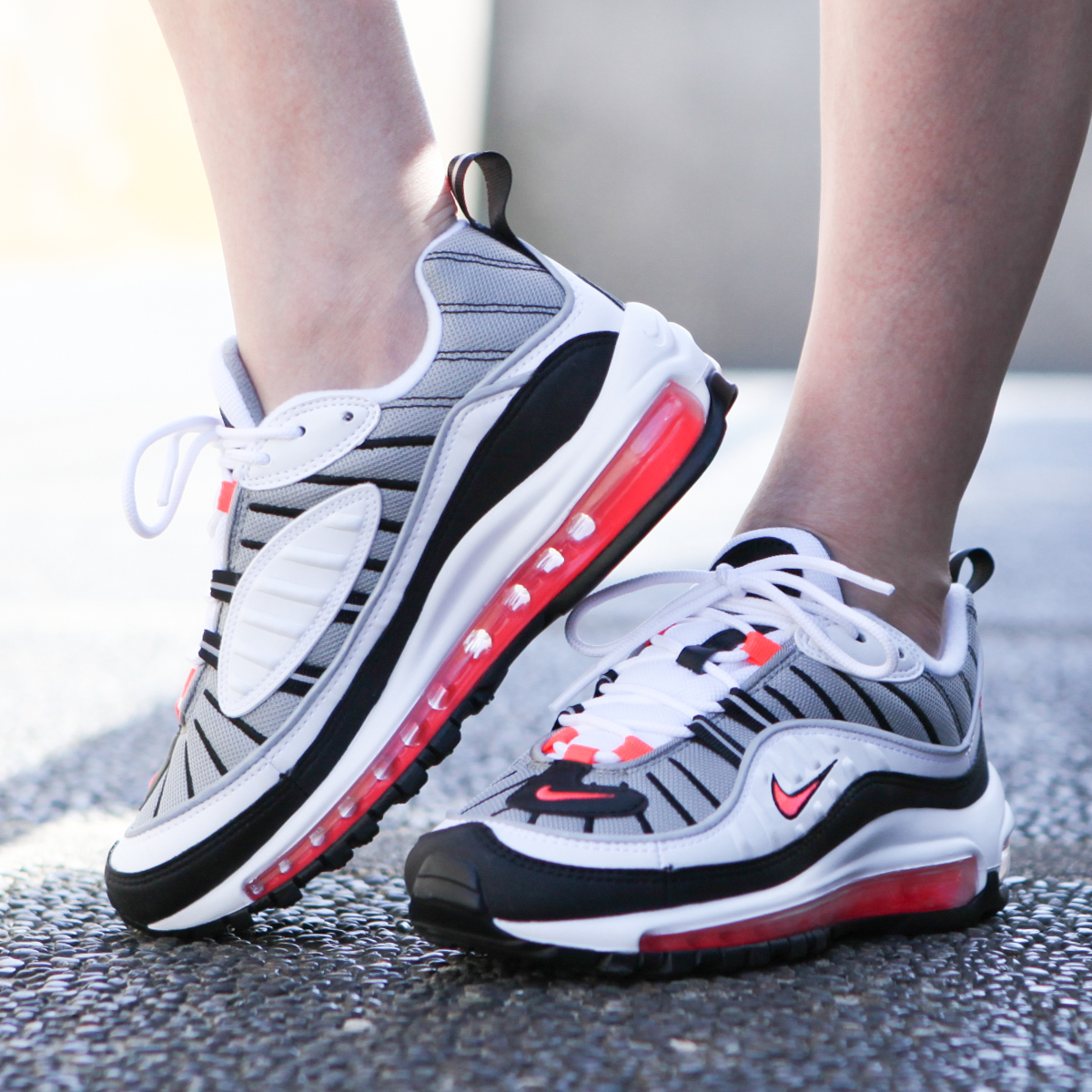 NIKE W AIR MAX 98 (Nike women Air Max 98) WHITE SOLAR RED-DUST-REFLECT  SILVER 18SU-S 708cc3386
