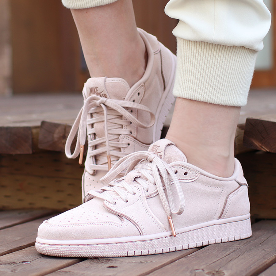 4681af1a7553 NIKE WMNS AIR JORDAN 1 RETRO LOW NS (Nike women Air Jordan 1 nostalgic low  NS) (PARTICLE BEIGE MTLC RED BRONZE) 18SU-S