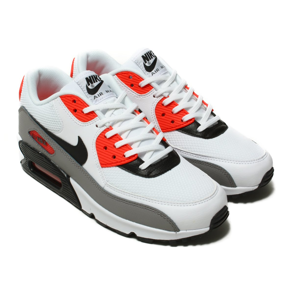 official photos 23090 beedf Nike women Air Max 90 reproduces a tradition of the running of the 90s  faithfully while renovating a design to be usable in the casual scene.