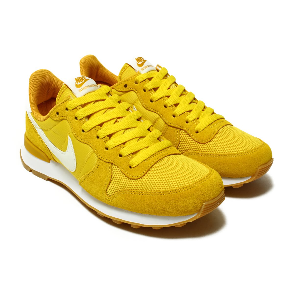 sports shoes 77e30 c943d The design which is Aiko Nic based on nostalgic running-style of Nike.  Covered upper of the combination material with an overlay of the leather,  ...