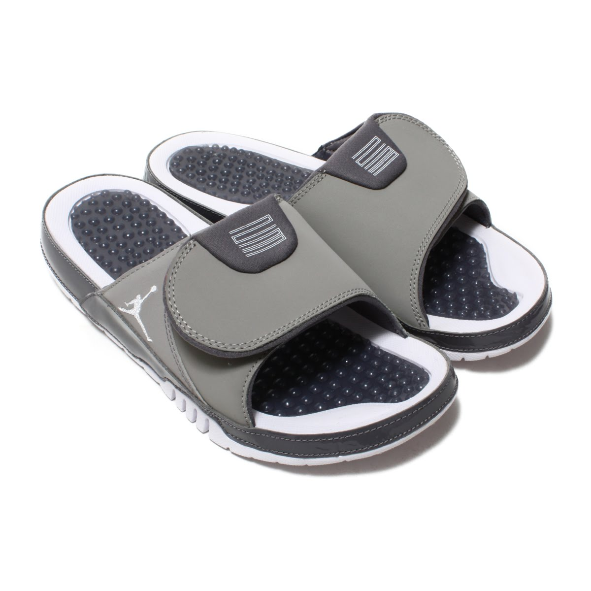 18dda30861bf34 Slide sandals for relieving fatigue after the very soft game. The design  which lets you image AJ 11 which is Aiko Nic. The mid sole which does not  slip is ...