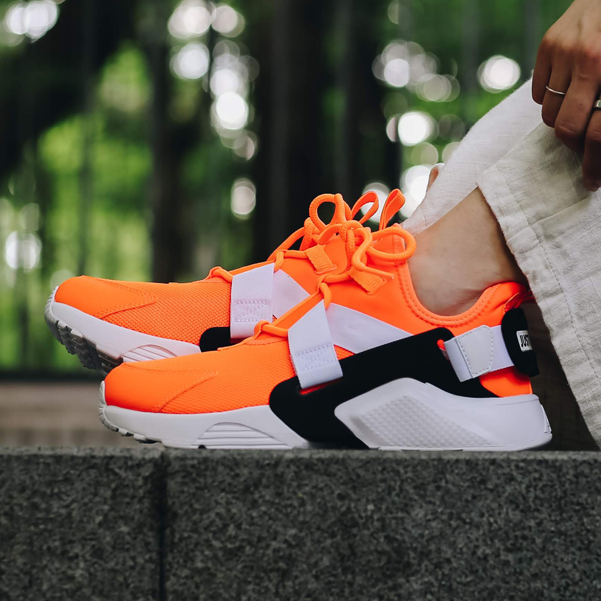 huge discount a928d a99a0 NIKE W AIR HUARACHE CITY LOW PRM (ナイキウィメンズエアハラチシティーロープレミアム) ...