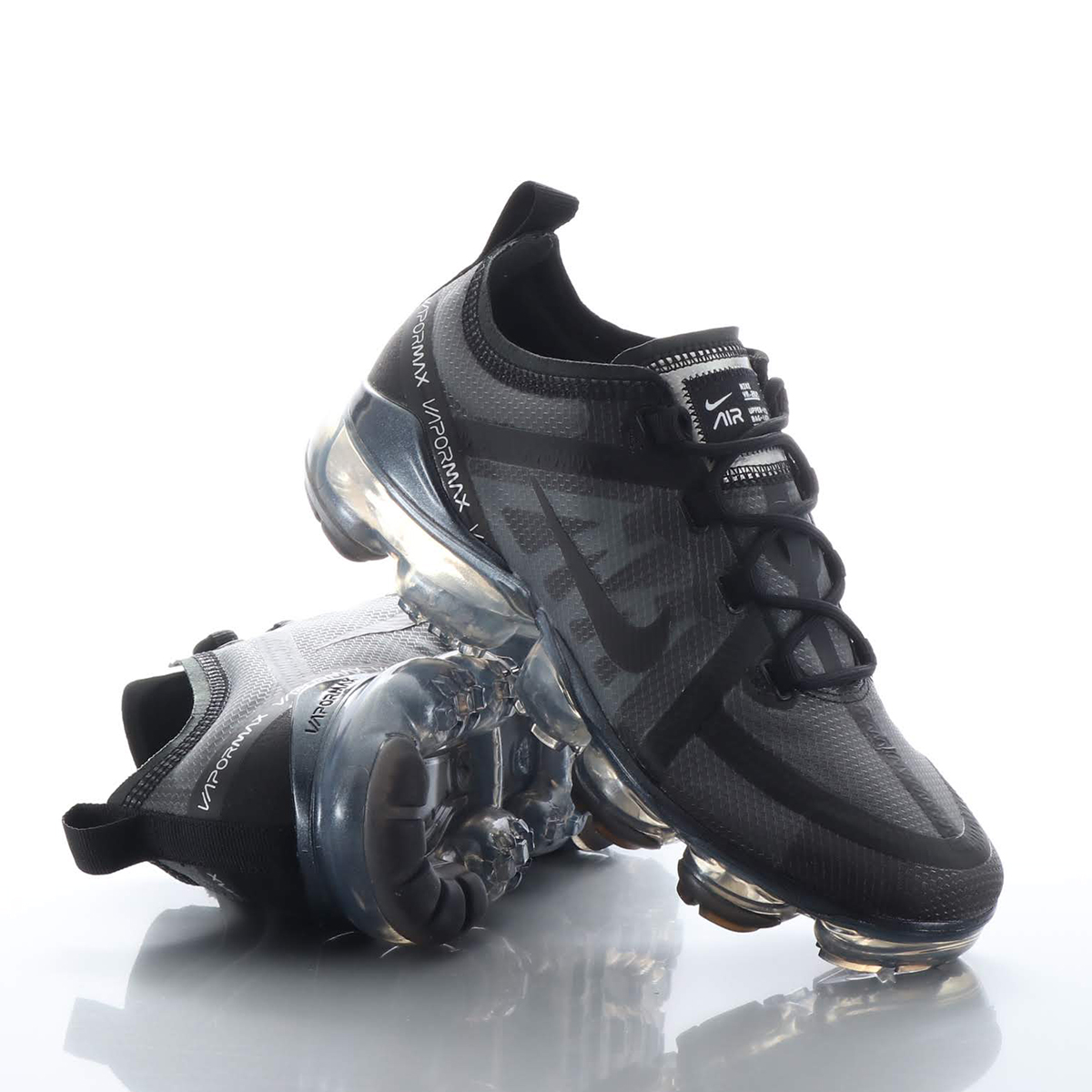bbfff43c50e9 Woo with advanced elasticity skills is material and the Nike air vapor max  2019 women running shoes wrap up a foot