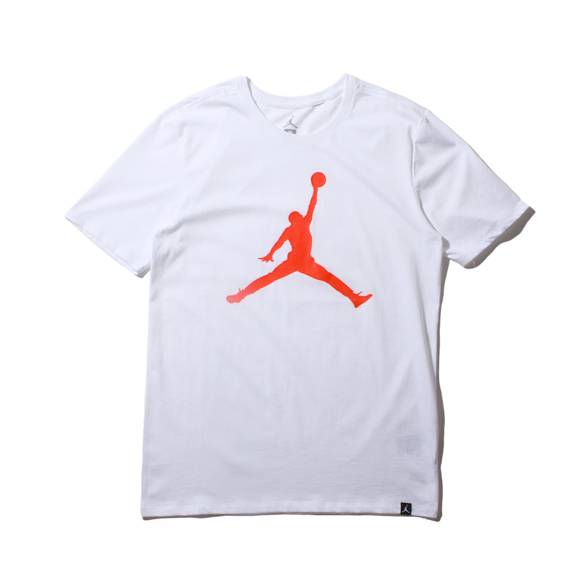 d717228ff85 I add comfortable comfort to a classic design. The JUMPMAN logo that is  Aiko Nic knit to a tender cotton material and hem.