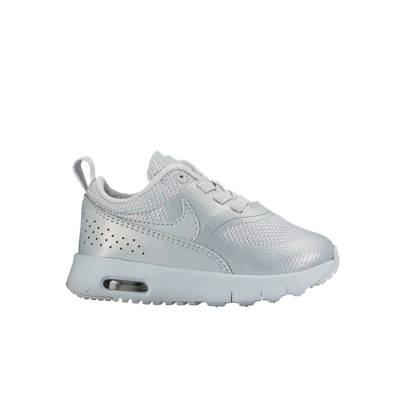 b057a6521 Upper minimal tech style-based. Overlay support which aims to adopt.  Filonmidsole produces light cushioning. Lightweight and comfortable shoe.