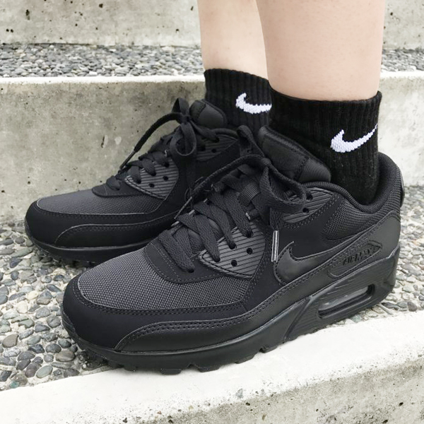 b130a858bf NIKE AIR MAX 90 ESSENTIAL (Kie Ney AMAX 90 essential) BLACK/BLACK- ...