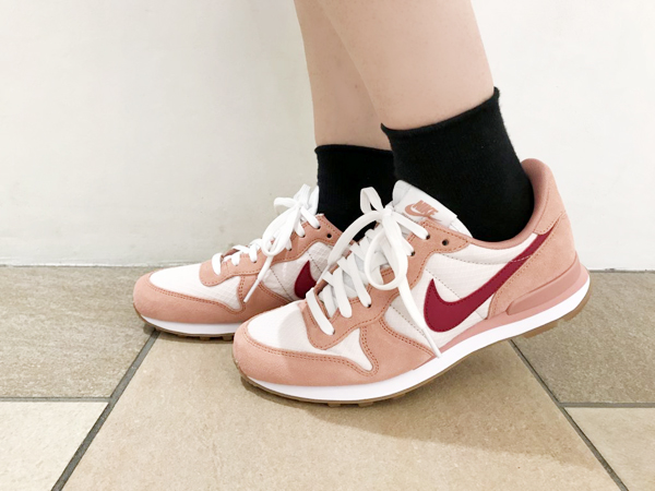 33a23daa79ac NIKE WMNS INTERNATIONALIST (Nike women internationalist) RED STARDUST NOBLE  RED-SILT RED 17FA-I