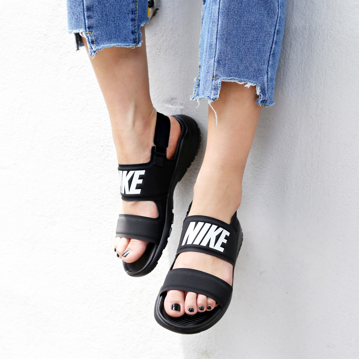 cf7108848ca883 NIKE WMNS TANJUN SANDAL (Nike women tongue Jun sandals) BLACK WHITE-BLACK  17SU-I