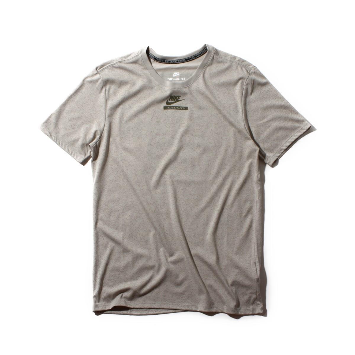 NIKE AS M NK INTL TEE VERB (Nike international VERB T-shirt) PALE  GREY COBBLESTONE (MEDIUM OLIVE) 17FA-I 5102973b4d45
