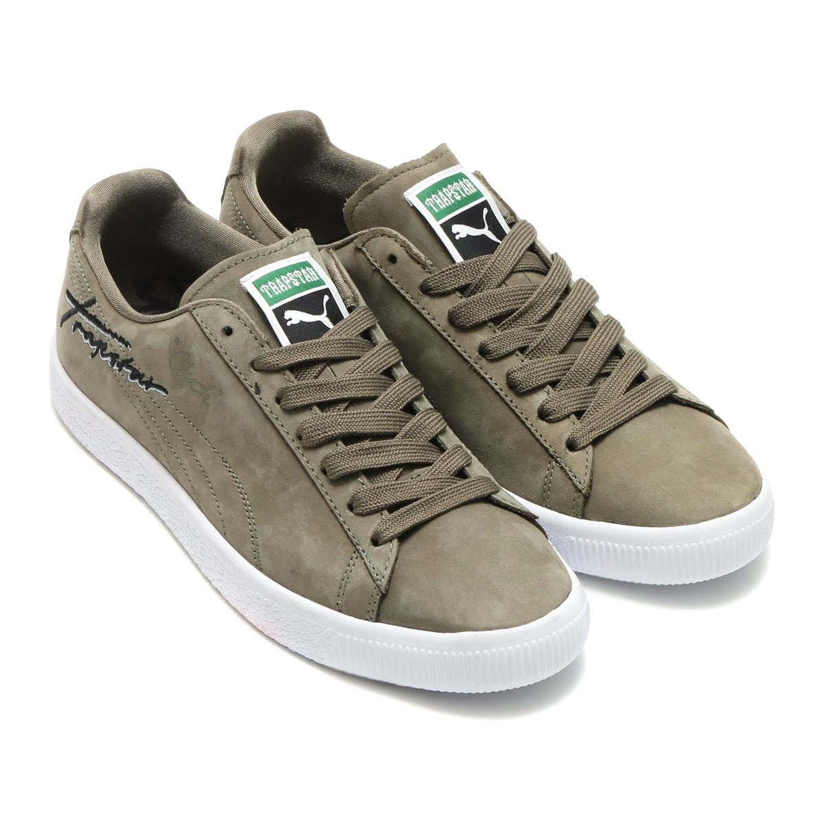 b2e62b2a86f2 Collaboration Style with TRAPSTAR using CLYDE which is ICON of PUMA. I use  good-quality nubuck. I express the LOGO that even the collection of