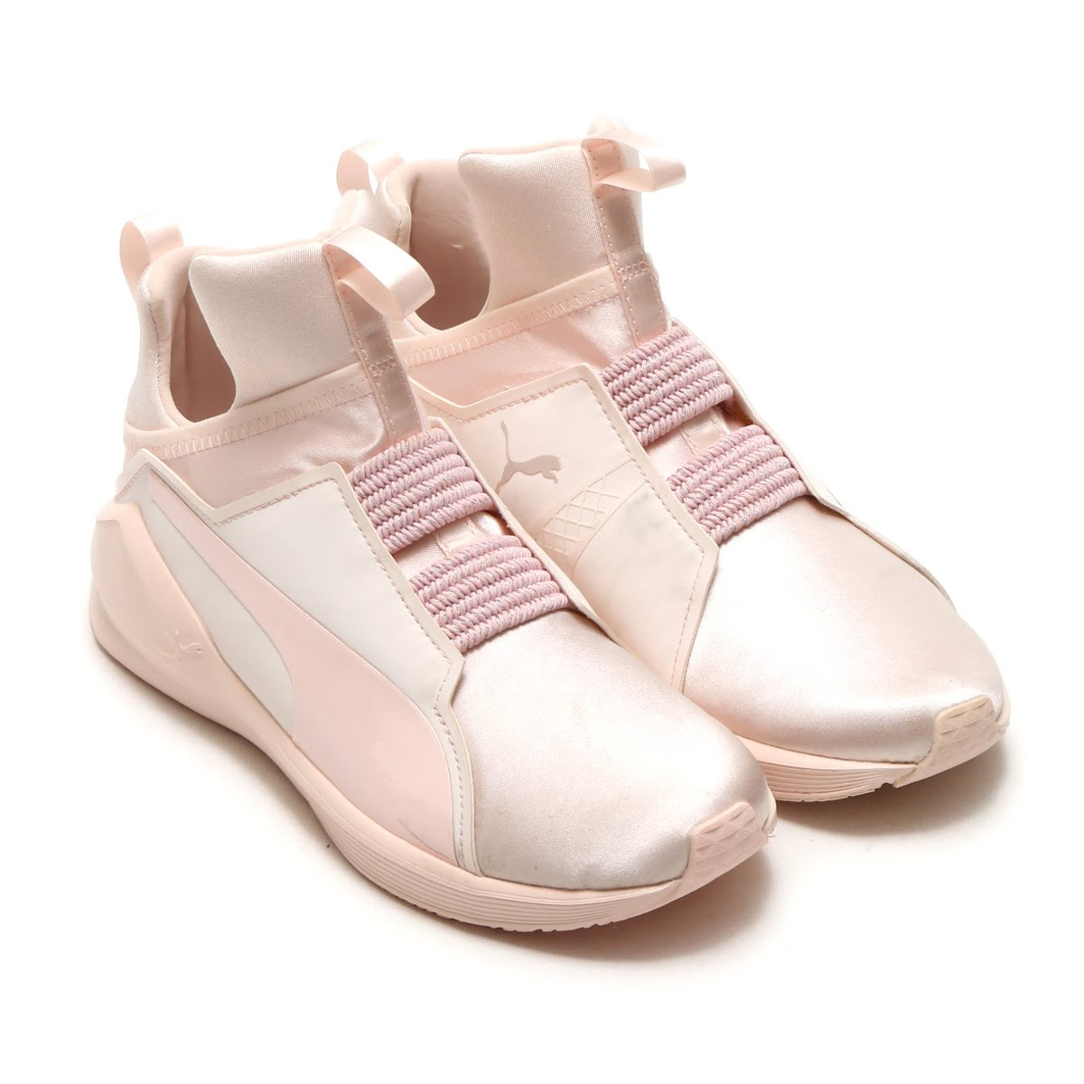6b5c3fa1b47278 It is shoes of the recommended women size in the training scene such as  gyms. It is the style that added the refined style of the trendy street to  a ...