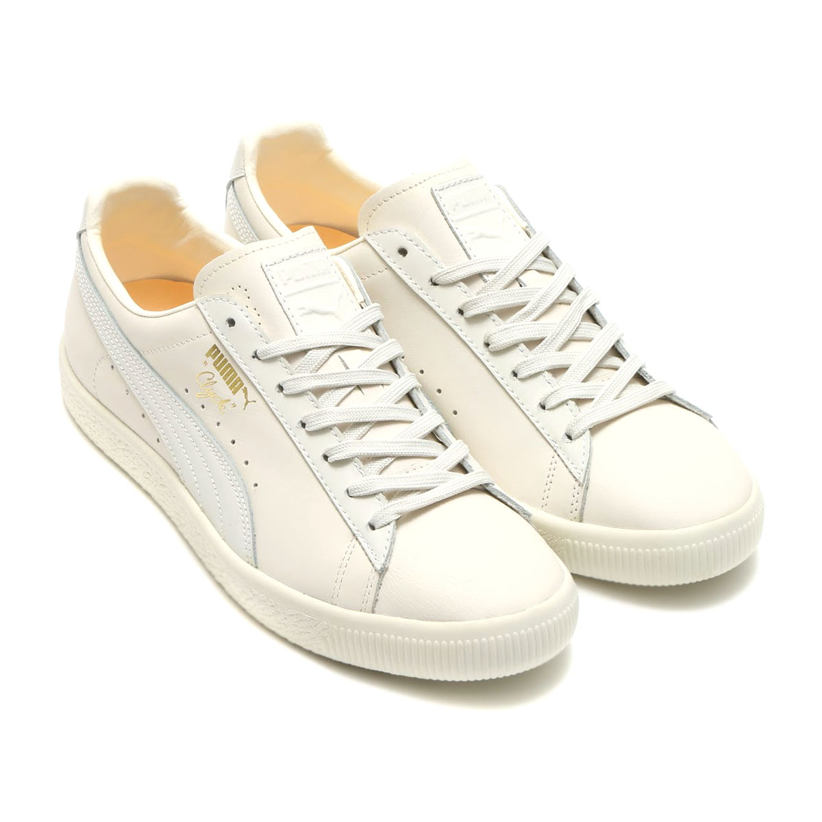 Shoes made of suede cloth which Tommie Smith of the Mexican Olympics men s  200 meters gold medalist wore in 1968 are bases. It is an opening of Clyde  I ... 7b12701ff