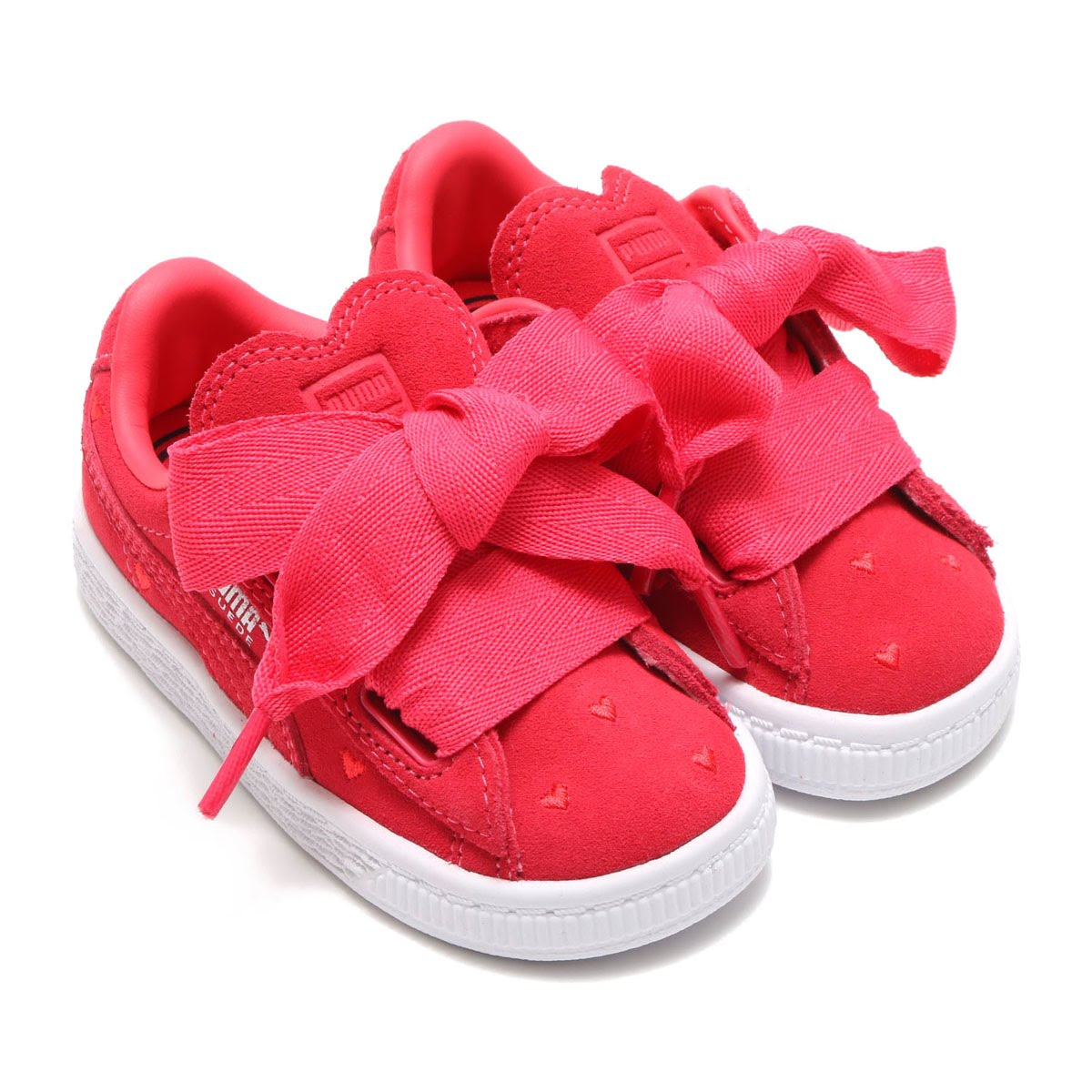 606ff2853fba It is a sneaker of the kids size than HEART collection characterized by the  cute ribbon. Of course it is the item which is recommended as a special  present ...