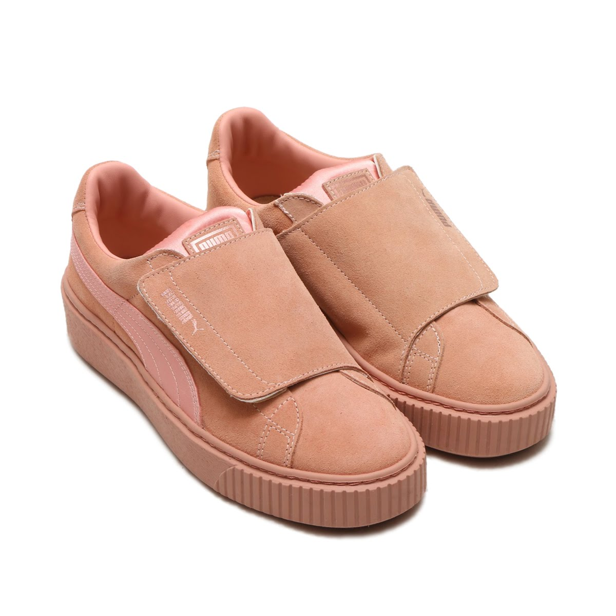 c20f154ab02f It is a sneaker of the women size of the design which got inspiration from  ballet. I adopt a suede cloth material soft indulgently of the touch of the  satin ...