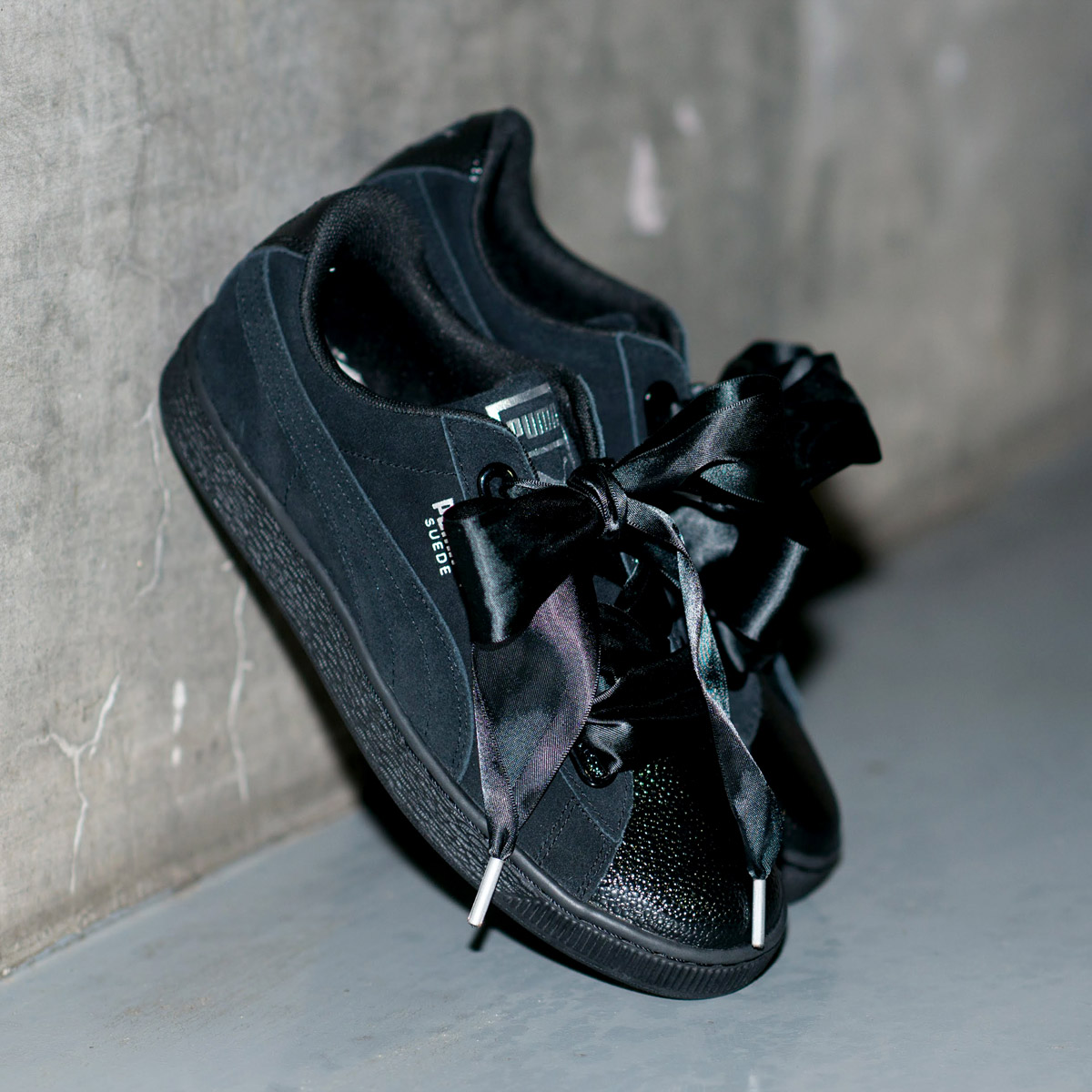 more photos 5bbce b016e PUMA SUEDE HEART BUBBLE WOMENS (Puma suede heart bubble Ui men) PUMA BLACK  18SP-I