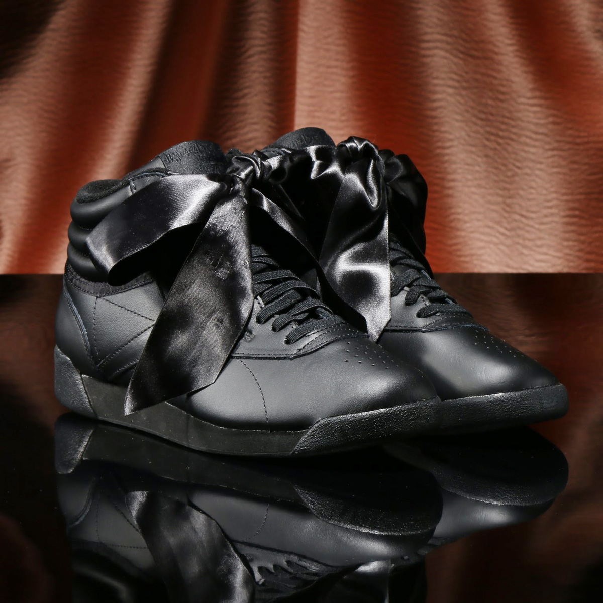 e8cc6e1146c963 Reebok F S HI SATIN BOW (Reebok free-style high satin BOW) BLACK GRAY 18SP-I