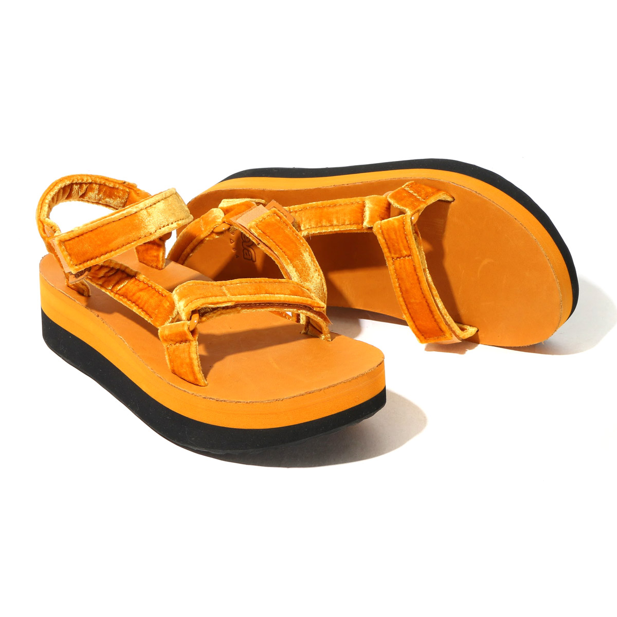 f39a5a4b18a FLATFORM UNIVERSAL VELVET (flat form universal velvet) which updated  popular platform sandals in a velvet material. The strap which can regulate  holds a ...