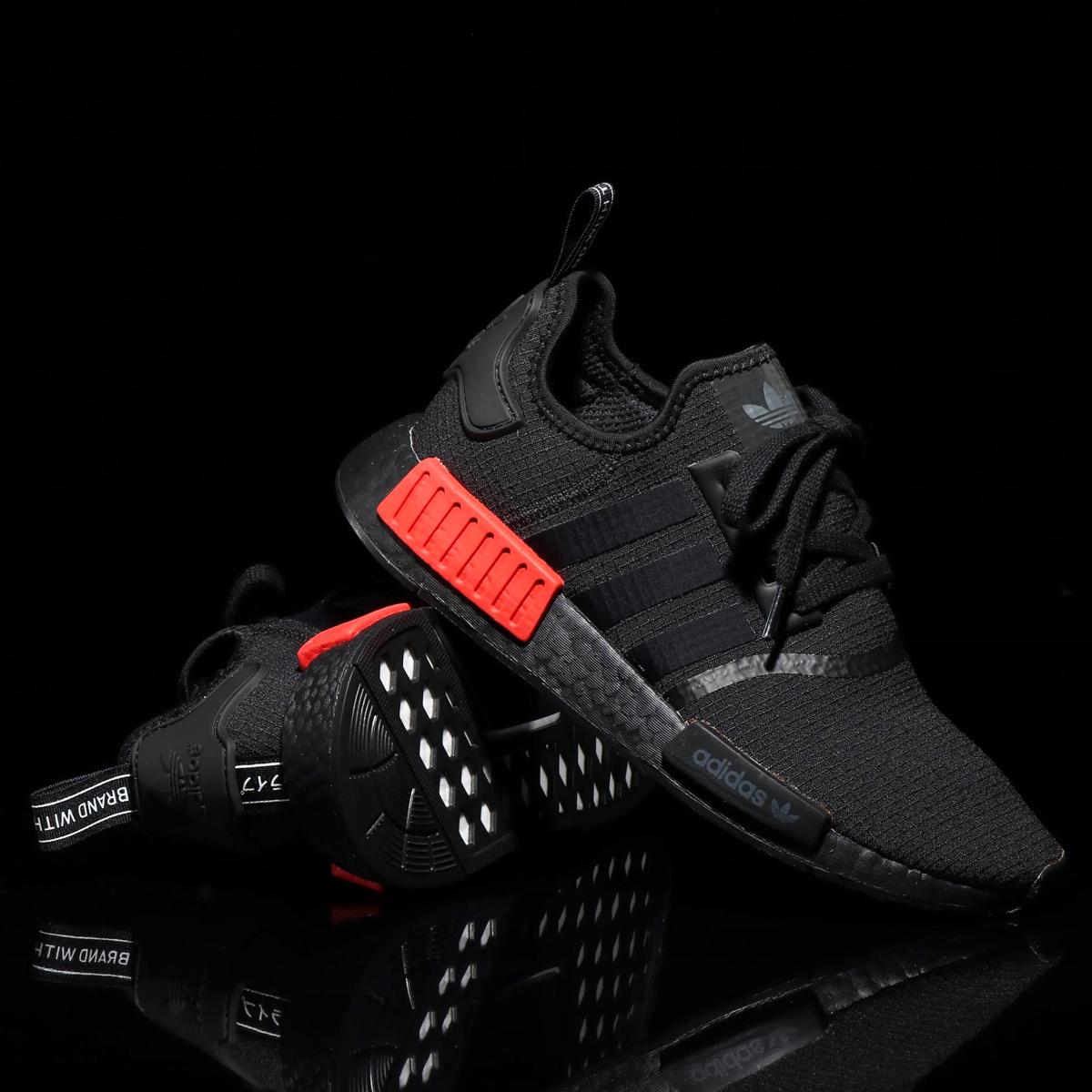adidas Originals NMD_R1(アディダス オリジナルス エヌエムディR1)CORE BLACK/CORE BLACK/RUSH RED゛【メンズ レディース スニーカー】18FW-I