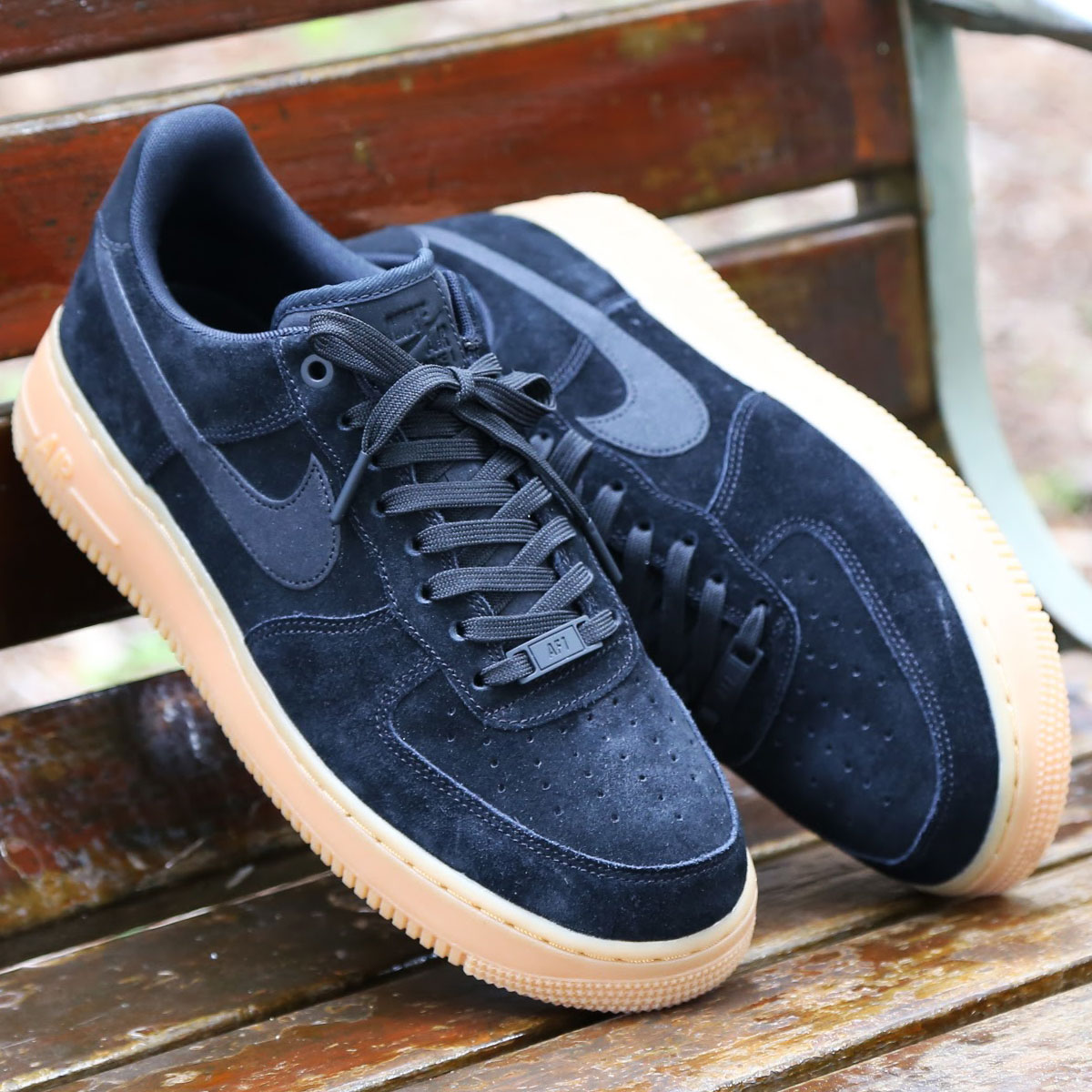 NIKE AIR FORCE 1 '07 LV8 SUEDE(ナイキ エア フォース 1 07 LV8 スエード)BLACK/BLACK-GUM MED BROWN-IVORY【メンズ スニーカー】CRYOVR