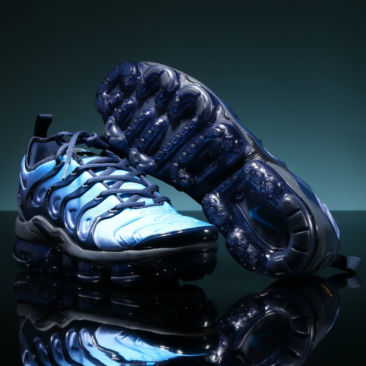 a5e26db236 NIKE AIR VAPORMAX PLUS (Nike air vapor max plus) OBSIDIAN/OBSIDIAN-PHOTO ...
