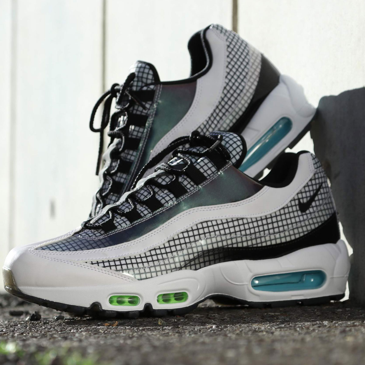 NIKE AIR MAX 95 LV8 (ナイキ エア マックス 95 LV8)WHITE/BLACK-BLUE GAZE-LIME BLAST【メンズ スニーカー】19SP-I