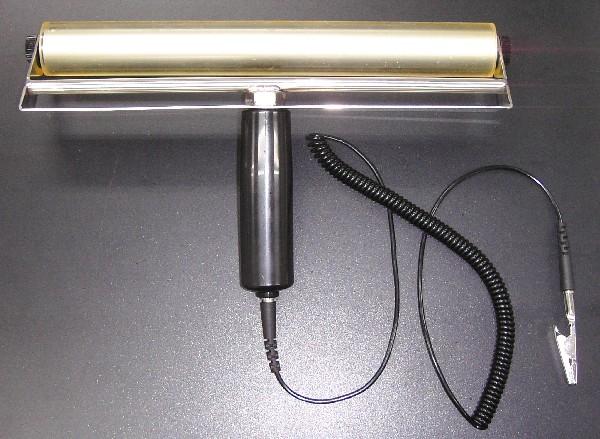 平面上の異物除去に適したアース線付き導電性粘着ゴムローラー 最安値に挑戦 新品 アース線付き導電性ペタローラーPR325C-ASE