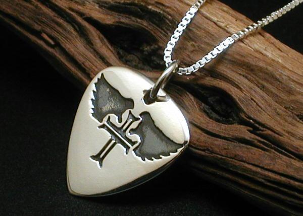 【送料無料】クロス彫金のギターピックネックレスPG141vtシルバー925