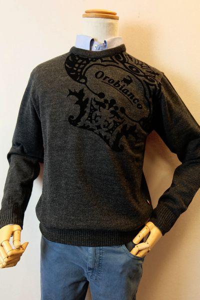 【セール50%OFF】 オロビアンコ OROBIANCO 【セーター】【秋冬アウトレット現品限り品】【イタリア】【メンズウェア】【ニット】【オロビアンコ バッグ】【オロビアンコ服】 フロッキーロゴセーター グレー