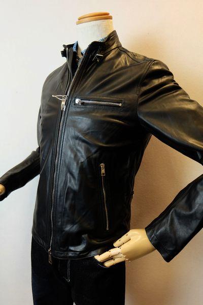 【レザーブルゾン】【イタリア製】【セール現品限り品】【レザージャケット】【インポート】【メンズウェア】 イタリア製スタンドレザーブルゾン ブラック 46サイズ