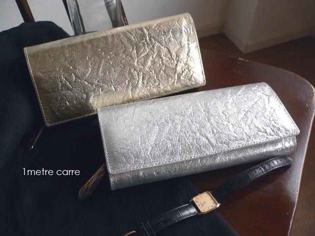ノベルティ&レザークリームプレゼント 1metre carre アンメートルキャレ 箔押し レザー フラップ 長財布 SI30642 シルバー/ゴールド