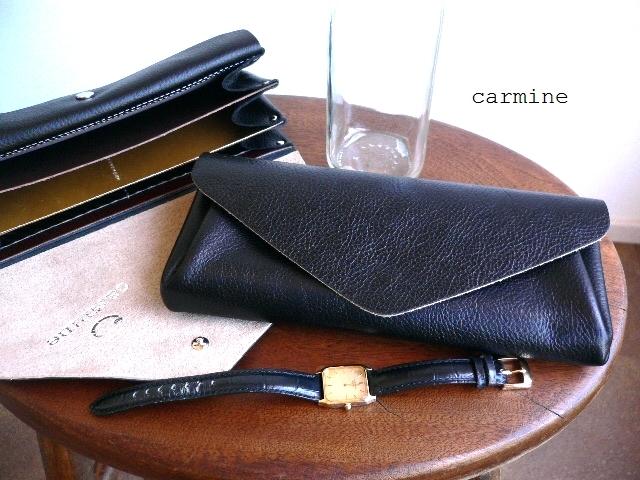 ノベルティ&レザークリームプレゼント carmine カーマイン ブラック レザー ロングウォレット 長財布 BLW ネオンレッド/ゴールド
