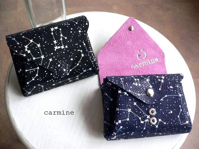 レザークリームプレゼント carmine カーマイン 星座 星空 Starry 箔押し レザー ミニウォレット 折り財布 SMW ネイビー/ブラック
