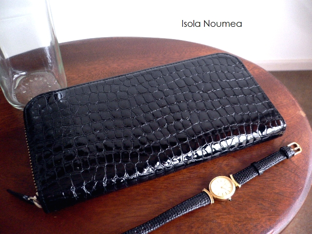 クーポン対象外 ノベルティ&レザークリームプレゼント ISOLA アイソラ 長財布 三方ファスナー ラウンドファスナー クロコ型押し エナメル 11404 ヌメア ブラック フォーマル