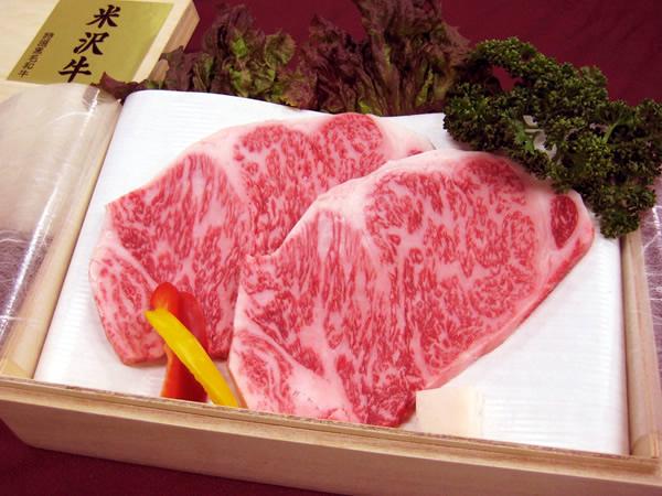 最高級 熟成 米沢牛 A5等級メス サーロイン ステーキ用 600g(200g×3枚) 桐箱入【楽ギフ_のし】