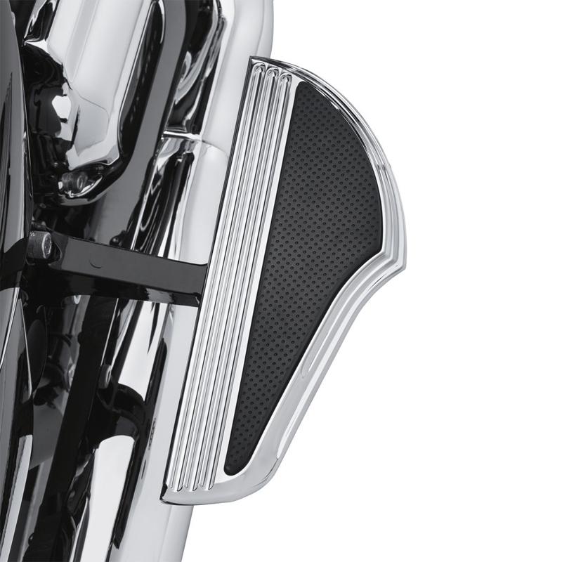 【50500516】ディファイアンス パッセンジャーフットボードキット クローム 06年以降ダイナ 00年以降ソフテイル 86年以降ツーリングでパッセンジャーフットボードサポート装着車