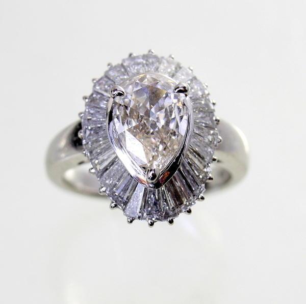 【中古】【ソーティング付】 プラチナ ペアシェイプダイヤ 1.015ct テーパーダイヤ 1.44ct リング 10号