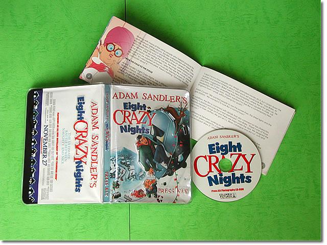 ポスター・DVDとコレクション 【映画パンフレット】 Eight CRAZY Nights (アダムサンドラー) /アメリカ 英語版 希少 レアグッズ プレスキット 【中古】