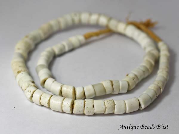 【1703】アンティークオランダ白円形輪切型ビーズ一連B2【とんぼ玉】【アンティークビーズ】【蜻蛉玉】【トンボ玉】【送料無料】【antiquebeads】【beads】【1703-4】