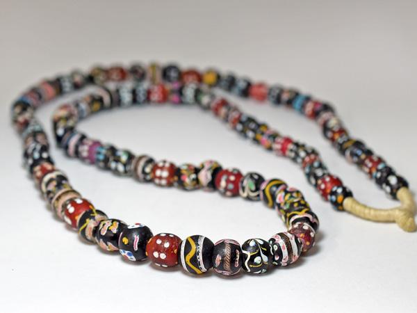 【1907】ANTIQUEヴェネチアファンシーミックスビーズ一連ロング(約100Cm)1【とんぼ玉】【アンティークビーズ】【ビーズ】【パーツ】【骨董】【送料無料】【antiquebeads】【beads】【ベネチア】【アイビーズ】