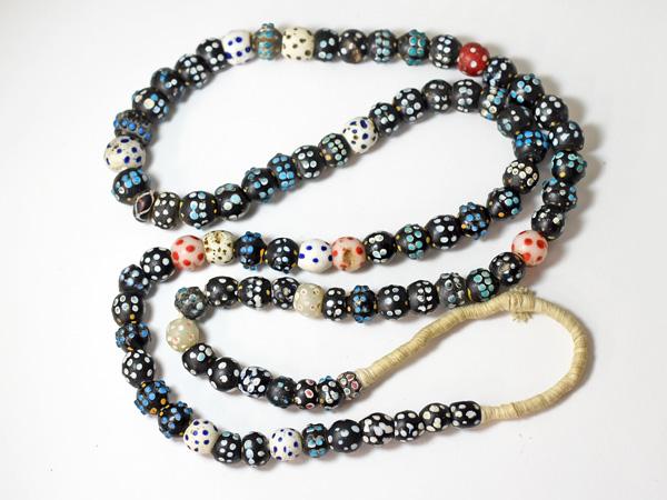 【1907】ANTIQUEヴェネチアスカンクミックスビーズ一連ロング(約94Cm)5【とんぼ玉】【アンティークビーズ】【ビーズ】【パーツ】【骨董】【送料無料】【antiquebeads】【beads】【ベネチア】【アイビーズ】
