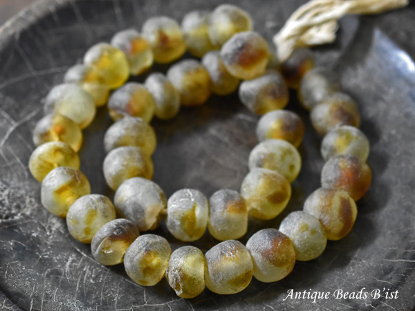 【1911】アフリカンパウダーグラスビーズ黄色斑模様一連2【とんぼ玉】【アンティークビーズ】【ビーズ】【パーツ】【アフリカ】【ガラスビーズ】【beads】【ハンドメイド】【Antiquebeads】