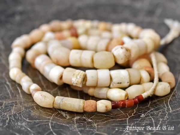 【1710】ANTQ瑪瑙系白ミックスビーズ一連2【とんぼ玉】【パワーストーン】【天然石】【ビーズ】【パーツ】【アンティークビーズ】【送料無料】【骨董】【antiquebeads】【beads】【瑪瑙】