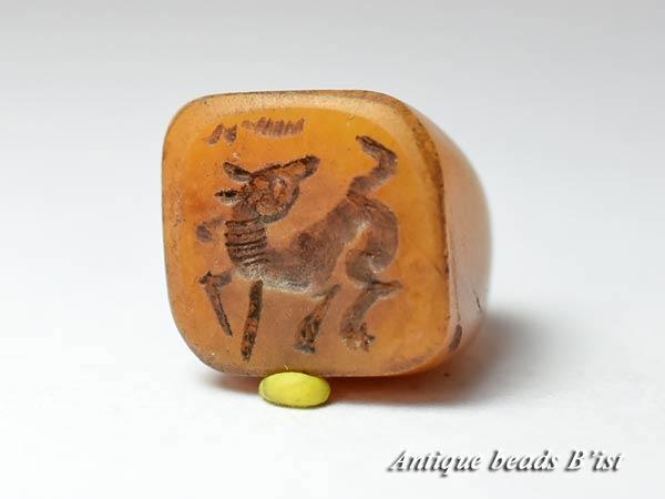 【1711】イエローアゲート四角錘型印章2【とんぼ玉】【トンボ玉】【ビーズ】【パーツ】【アンティークビーズ】【骨董】【瑪瑙】【送料無料】【antiquebeads】【beads】【印章】
